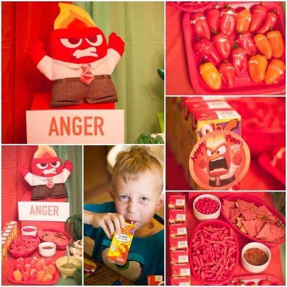 Por ejemplo, los bocadillos de Anger incluyen Cheetos Llameantes y los de Hi-C, ponche de frutas.
