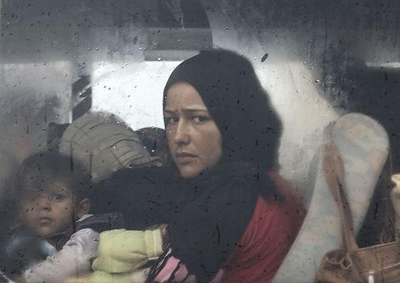 Un pasaporte sirio en París ha generado una rebelión que promete complicar los planes de la Casa Blanca de recibir desplazados de la guerra en Siria