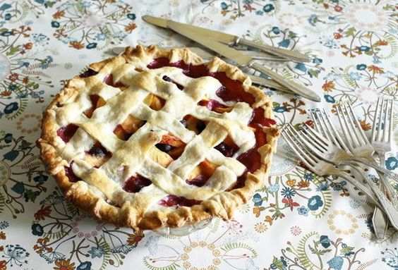 Thanksgiving Ideas: What better way to woo your guests than with a sweet homemade pie! Photo via Snippet and Ink