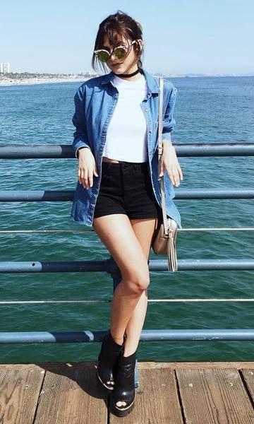 Look Manu Gavassi: básico jeans + shorts: