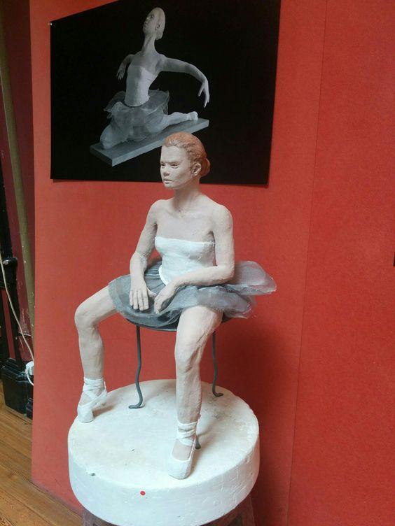 EMBAIXADALX!  Ausstellung mit Skulpturen von Tänzerinnen und davon Fotos! Tolles Farbspiel!