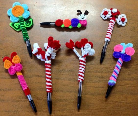 Lapiceros decorados con limpiapipas flores gusano for Lapiceros reciclados manualidades