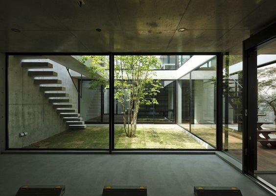 Kunst Austellung Raum Licht Gestaltung Glas Bodenpaneele transparent Teich