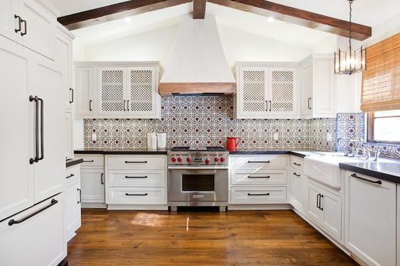 Erin hendrick kitchens spanish colonial kitchen for Kitchen units spain