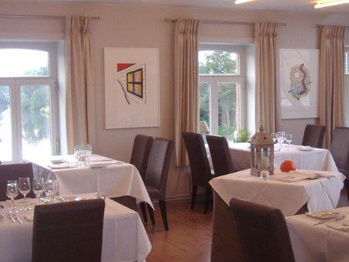 De Karper in Machelen 14/2/2014 met Brent en Lore. Al een paar keer geweest, op dit ogenblik ons lievelinsrestaurant. Prijs valt nog mee en in een gezellig kader tussen de schilderijtjes van Raveel aparte gerechtjes stijl betere restaurant. Een aanrader wat ons betreft!