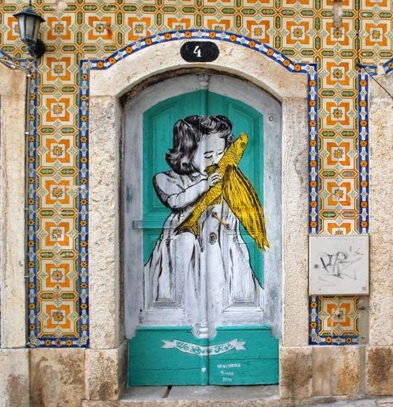 Noticias ao Minuto - Portugal tem cinco das portas mais bonitas do mundo-Esta é em Sesimbra e ficou e 4º lugar