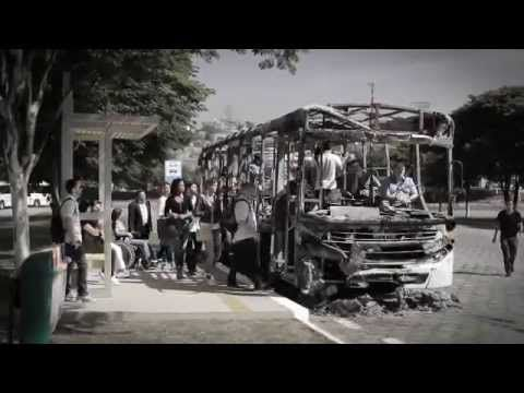 """Com o grande aumento de casos de vandalismo e queima de ônibus em São Paulo, foi lançada recentemente a campanha """"Ônibus queimado não leva a lugar nenhum"""", assinada por SPUrbanuss, CMT e FECOOTRANSP."""