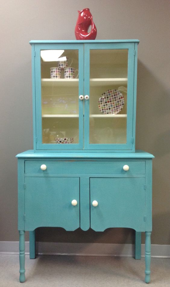 Kitchen cabinet painted in a mixture of Florence and Provence chalk paint™ by Annie Sloan. China inside is from Ireland, the Avoca Mills.