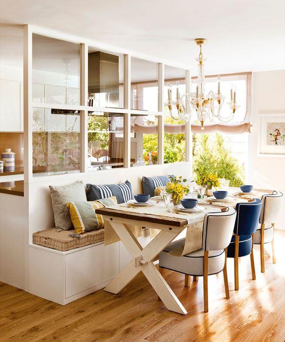 Comedor conectado con la cocina con banco mesa de madera - Bancos de madera ...