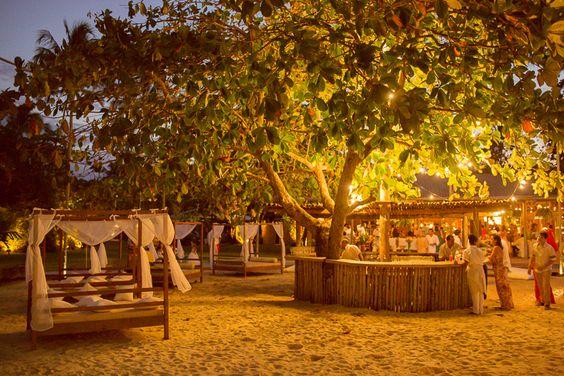 Lounges Café de la Musique Gambiarra de luzes na arvore do Bar