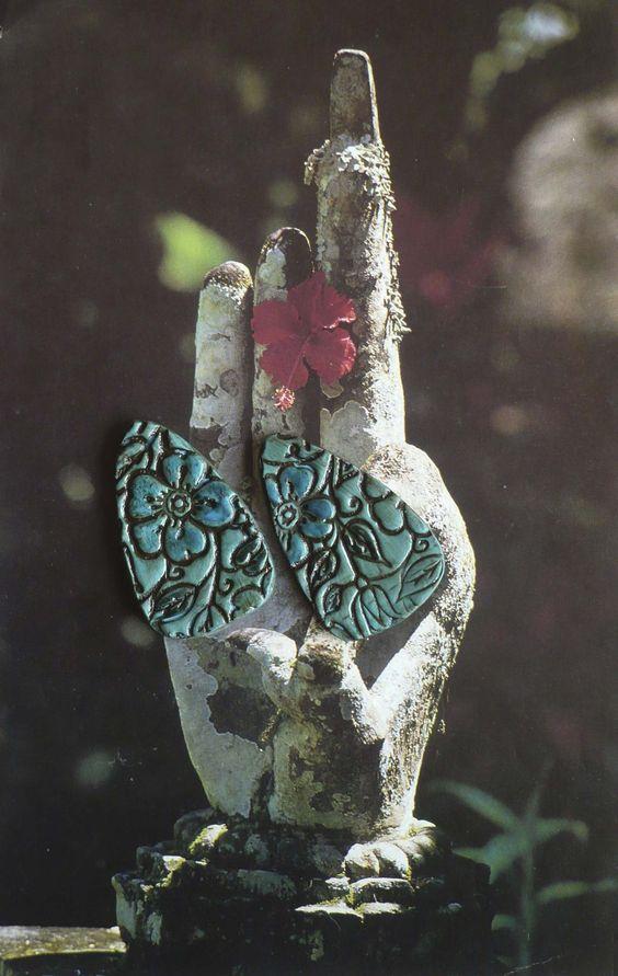2 CABOCHONS FLEUR HAWAÏ - BOHEME - HIPPIE CHIC - ARGILE POLYMERE : Accessoires pour bijoux par atelier-fujigirls
