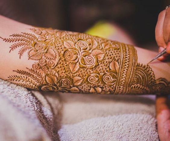 Now isn't this floral mehendi every bride's dream?! Photography: @reelsandframes  #weddingz #indianwedding #indianbride #bridalmehndi #mehendiphotography #mehendidesign #mehendigoals #mehendiceremony #mehendiart #instamehendi #instalove #instabride #instalike #instaphography