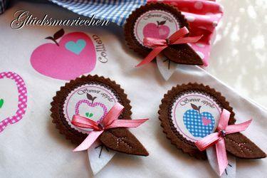 http://de.dawanda.com/product/17737921--Sweet-Apple-Brosche-Filzbrosche-