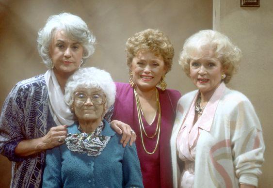 "Die 100 besten Serien: ""Golden Girls""-100. Eastbound and Down 99. Oz 98. Golden Girls 97. Portlandia 96. Gunsmoke 95. Key & Peele 94. Jeopardy! 93. Mystery Science Theater 3000 92. American Idol 91. Broad City 90. The Dick Van Dyke Show"
