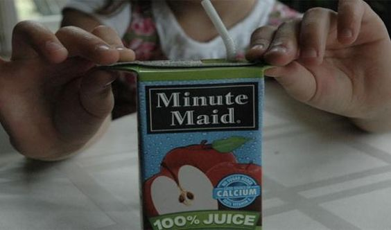 Pull the sides of the juice box out so that your kids can hold onto them and the juice from spilling. I had no idea I was doing it wrong this whole time (15 Photos)