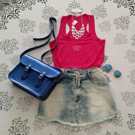 Sugestão de look: saia jeans + regata rosa + colar + óculos redondo azul espelhado + bolsa Croisfelt satchel carteiro transversal 11'' azul metálica #ootd #feminino #jovem #lookdodia