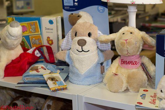 Schaf Emmala mit Namenstuch gehört zu den beliebtesten Geschenkideen für Kleinkinder.http://www.pastellino-shop.de/Sigikid-Schaf-Emmala-klein-_idQQ1ZZmodeQQartdetailZZcatQQ144ZZpidQQ2778ZZvidQQ1700