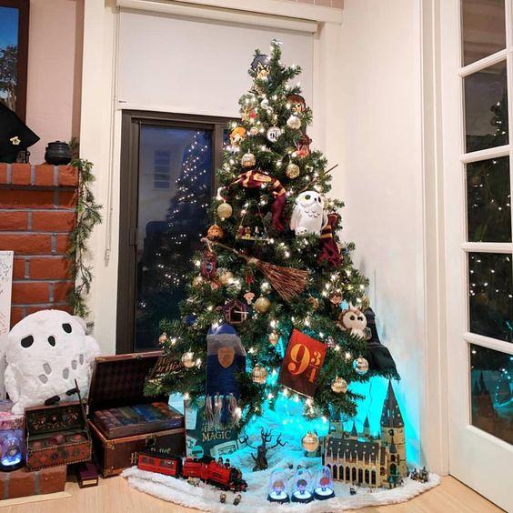 Qui a déjà fait sa déco de Noël ? 🎄😍 On est fan du sapin Harry Potter, pas vous ? ✨ (@lilmissjoann