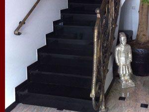 treppenbelag granit schwarz nero assoluto treppe fliesen setzstufen natursteintreppen pinterest. Black Bedroom Furniture Sets. Home Design Ideas