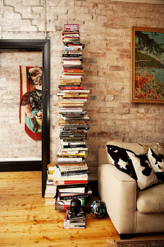 pilha de livros à espera.