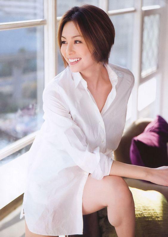 米倉涼子のシャツ