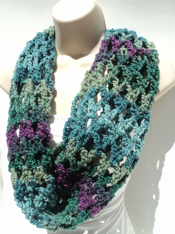 Free Crochet Infinity Chain Scarf Pattern : First love, Scarf head and Cowls on Pinterest
