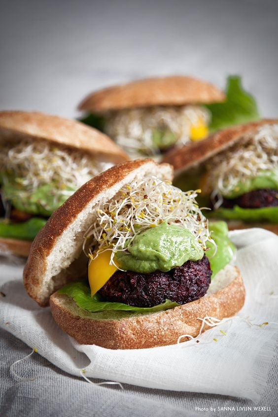 Beetroot and goat cheese burger with avocado cream on sourdough bread. Recipe: Mari Bergman, Photo & Styling: Sanna Livijn Wexell.
