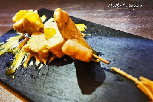 Pincho de pollo con mango y curry