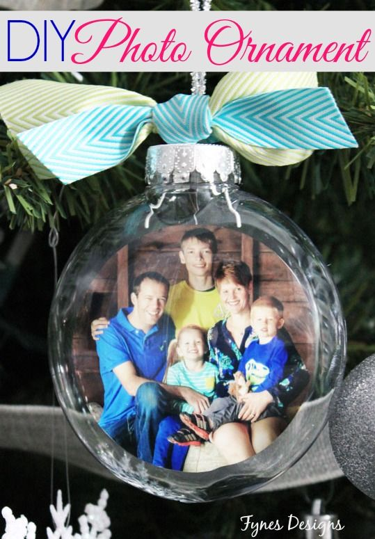 Such a simple idea but very effective! The whole family captured in a glass DIY Christmas ornament!