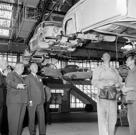 4 octobre 1961 Jean Lesage est reçu à l'Élysée par le président Charles de Gaulle #assnat http://t.co/Nd56OPWHfY http://t.co/KKJAXEkTRI