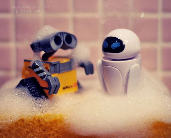 wall-e and his girlfriend