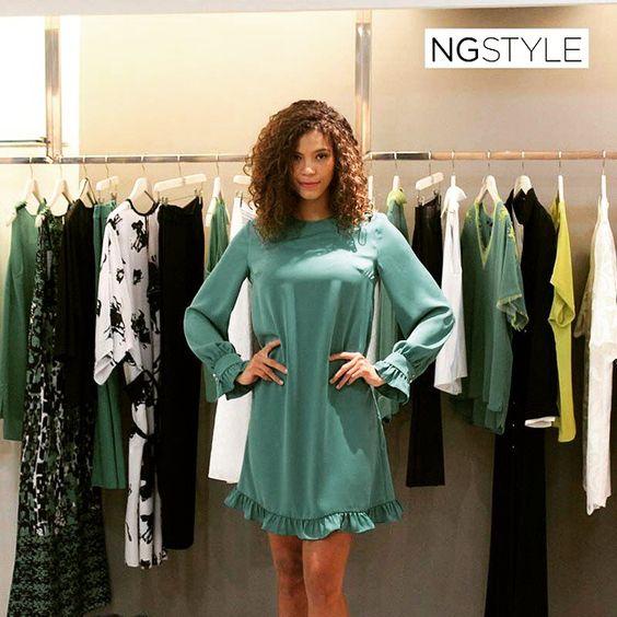 Biz yeni sezona hazırız bu soğuk cumartesi gününde yeni sezonun canlı ve sıcak renkleriyle içiniz ısınsın... #green #fashion #dress #trend