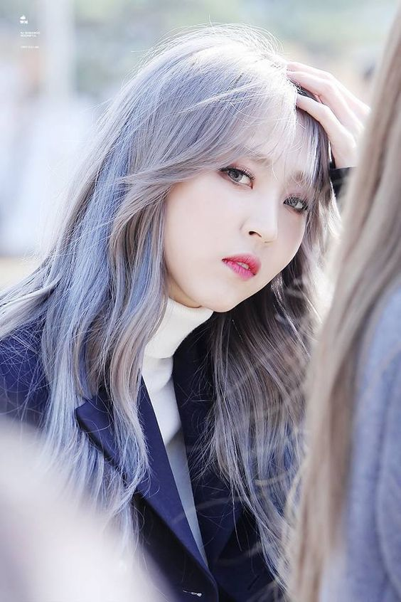 Byul in silver hair and contacts.   #mamamoo #moonbyul #decalcomanie