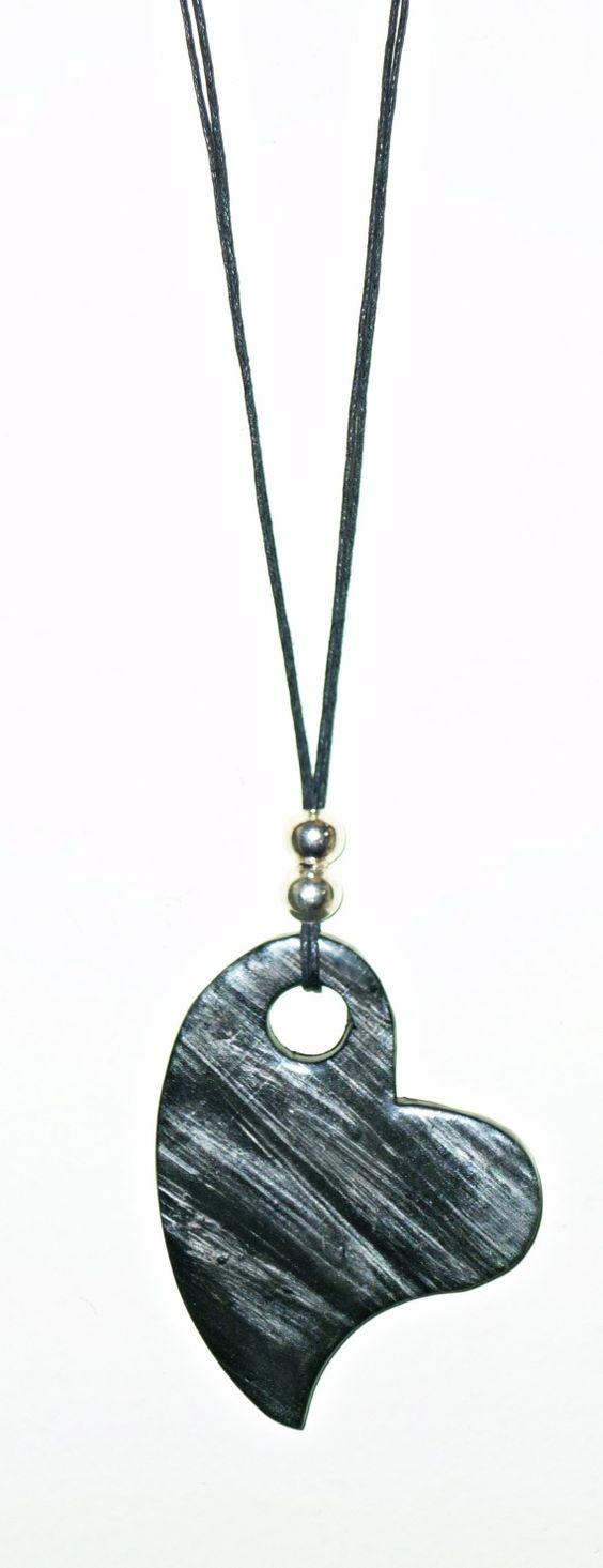 Collar largo realizado en arcilla polimérica, en negro y plata, siguiendo varias técnicas.Totalmente a mano y sin moldes.Terminado con Polyclay líq: