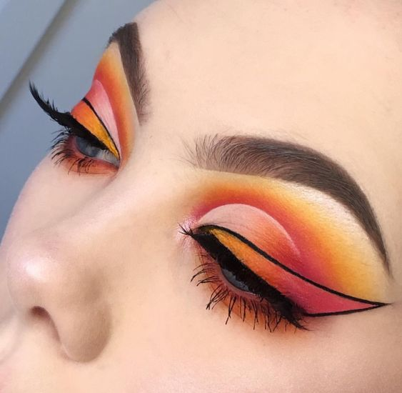 Orange White Eyeshadow | Bold Liner Eye Look | Black Graphic Liner | Half Cut Crease | Brows On fleek  #makeup #eyeshadow #cutcrease #liner  Pin: @amerishabeauty