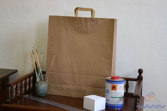 Bolsas de papel impresas y asa plana.