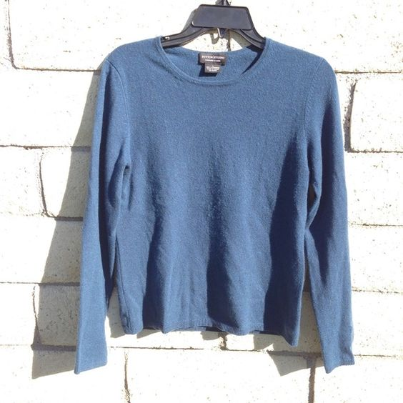 100% cashmere sweater Lovely bright teal cashmere sweater by Sutton Studio for Bloomingdales • super soft and comfy to keep you warm all winter long • excellent condition • Bloomingdales Sweaters