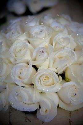 21 Christmas wedding flower ideas to make you bloom from Wedding Ideas Magazine #weddingideas