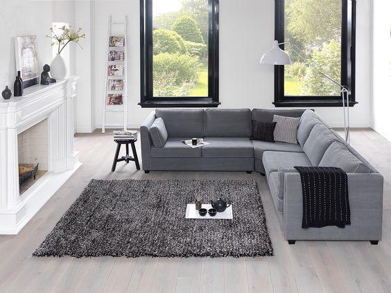 Hoekbank naomi in een schitterende woonkamer met grote haard de grote hoge ramen zijn echt - Woonkamer met hoekbank ...