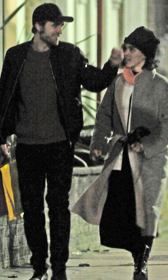 Роберт Паттинсон и FKA Twigs гуляют по Лондону