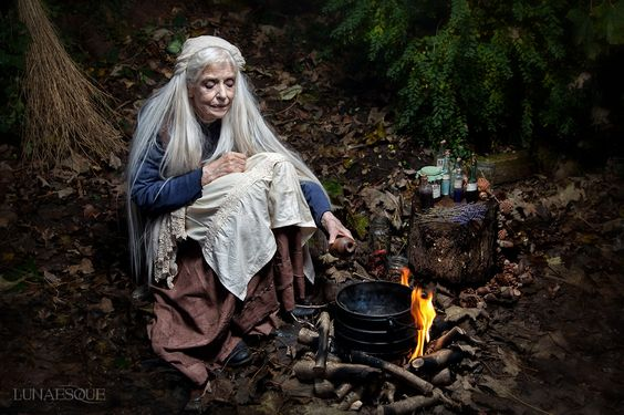 Witchcraft | Kitchen witch | Hedgewitch | Magic spells | Forest The Wise Woman - Lunaesque Creative Photography HASHTAG: #witches #witch #witchcraft #pagan #paganism #ritual #magick #godess #goddess #pagani #wicca #esoteric #nature #sacred #occult #ocultism #life #lifestyle #mystical #bruxaria #bruxa #bruxaria #pagão #paganismo #ocultismo #magia #deusa #sagrado #religião #sagrado #esotérico #místico