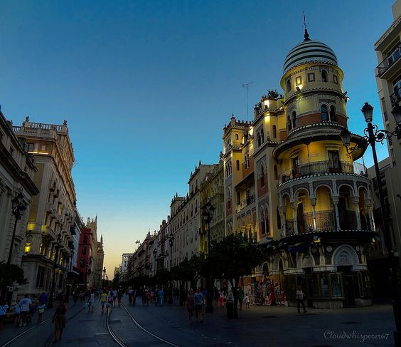 Night falling on the city - Seville