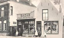 Winkelier. Noordwijk. De bazar was eigendom van P.Vink die er op het strand ook nog een aantal badkoetsen op na hield.