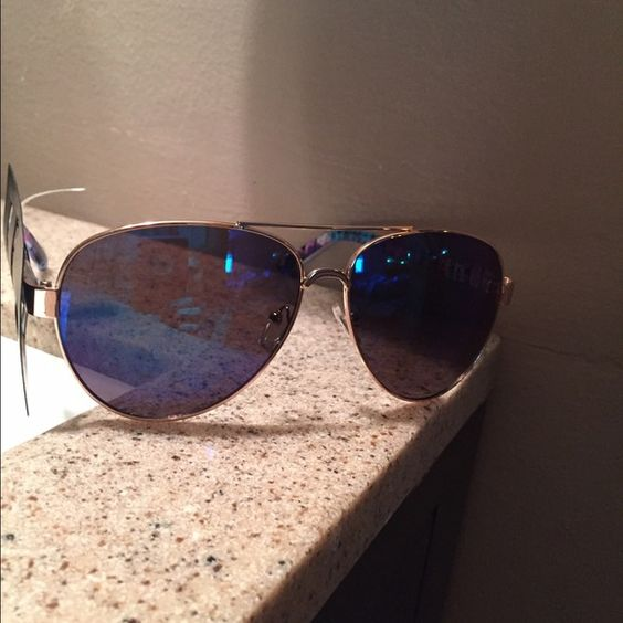 Brand new Aviator sunglasses Weekend sale price ⬇️ NWT Aviator sunglasses! Very cute pattern on the arms! Other