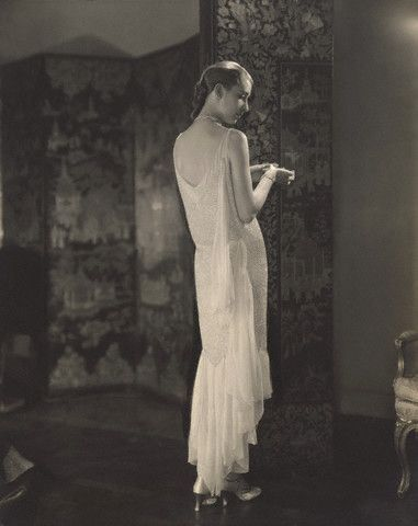 Marion Morehouse in Chanel, 1927. Photo by Edward Steichen, image via Pinterest.