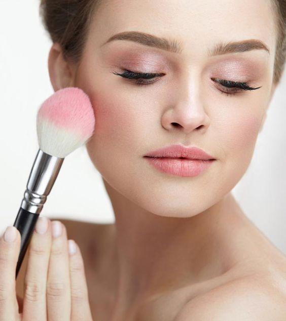 Pilih Cream Blush atau Powder Blush? Ini Perbedaannya!