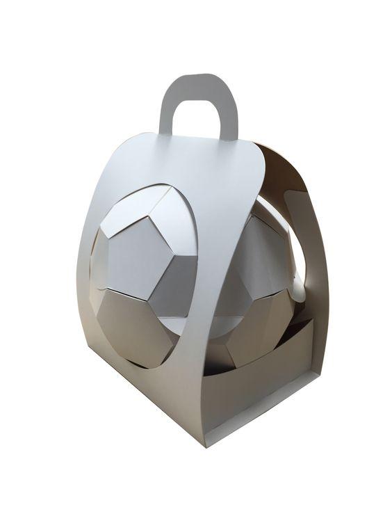 """CARDBOX Packaging präsentiert """"Verpackungs-Fußball"""" zum Start der WM-Qualifikation - http://www.logistik-express.com/cardbox-packaging-praesentiert-verpackungs-fussball-zum-start-der-wm-qualifikation/"""