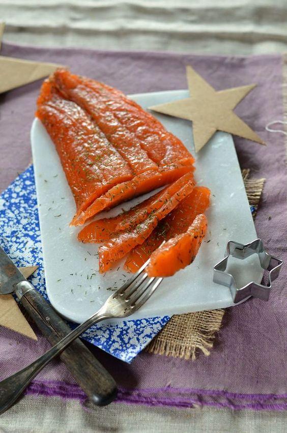 Le saumon gravlax maison, voilà une recette que je n'osais même pas regarder car j'imaginais ça être compliqué à réaliser. Il n'en est rien!