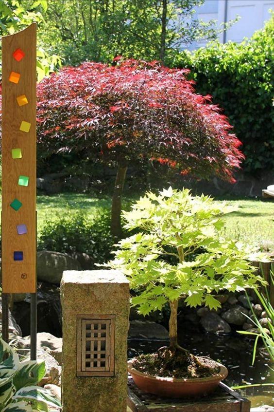 Gartenstelen aus massivem Eichenholz und zaubern wunderschöne Lichtakzente in Ihren Garten und im Wohnzimmer. Tags bei wechselndem Sonnenlicht oder nachts vor einer künstlichen Lichtquelle. Als Stadtplaner und Gartengestalter ist es mir wichtig, Gärten oder öffentlichen Plätzen eine individuelle Note zu geben. Aus dem Wunsch meiner Gartenkunden nach einer modernen und individuellen Gartenskulptur, als Highlight für Ihren Garten, habe ich nebenberuflich die... *Pin enthält Werbelink