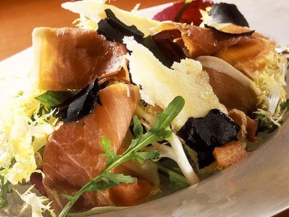 Blattsalat mit Schinken und Trüffel ist ein Rezept mit frischen Zutaten aus der Kategorie Pilze. Probieren Sie dieses und weitere Rezepte von EAT SMARTER!